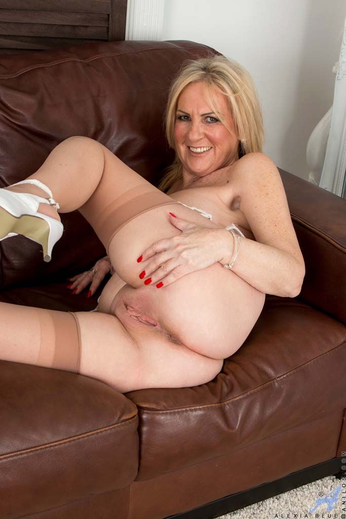 Puremature horny milf makes online hookup with stud - 1 part 10