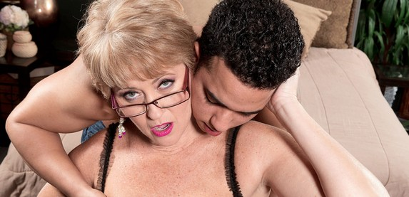 Florida swinger Tracy Licks takes on big hard cock at 50PlusMILFs.Com