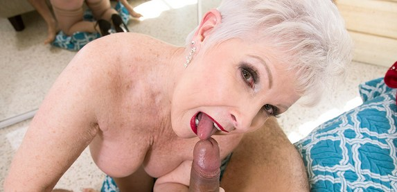 Senior sex star Jewel Champagne is an expert cock sucker
