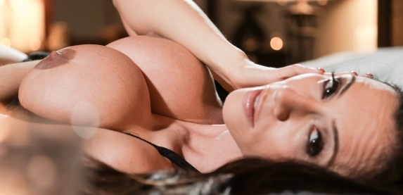 Sultry MILF sex star Ariella Ferrera takes a big dick fucking and hot cum-load at sweetsinner.com