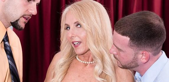 Sexy amateur hotwife returns to 50PlusMILFs.Com