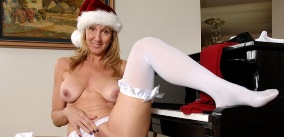 Super sexy Jenna Covelli as Mrs. Santa now at anilos.com