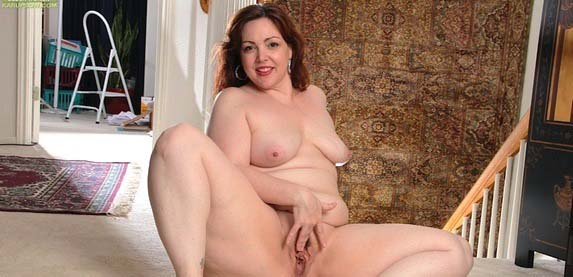 Ember Rayne brings her voluptuous sexy to lusty-mature.com