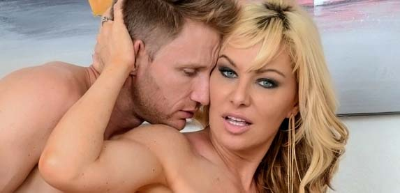 Sasha Sean gets a good fucking and cum-bath at milfhunter.com